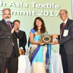 Dr. M.D. Teli felicicating by hand of Dr. Kavita Gupta
