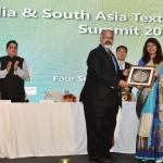 Mr. Arvind Sinha, President honouring Dr. Kavita Gupta with memento