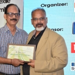 Mr. Arvind Sinha offering the participation certificate to Mr. Rajiv Pande