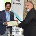 Mr. Arvind Sinha offering the participation certificate to Mr. Sanjeev Saran