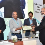 Mr. Arvind Sinha offering the participation certificate to Mr. Shirish Srivastava