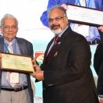 Mr. Arvind Sinha offering the participation certificate to Mr. Suresh Kotak