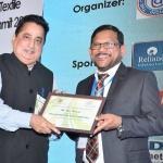 Mr. D.R. Mehta offering the participation certificate to Mr. Felix Fernando