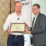 Mr. Haresh Parekh offering the participation certificate to Mr. Calvin Woolley