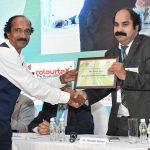 Mr. Kannan Krishnamurthy offering the participation certificate to Dr. Hemant Sonare