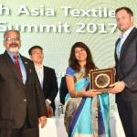Mr. Kasper Nossent felicicating by hand of Dr. Kavita Gupta