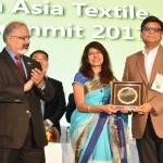 Mr. Rajeev Gopal felicicating by hand of Dr. Kavita Gupta