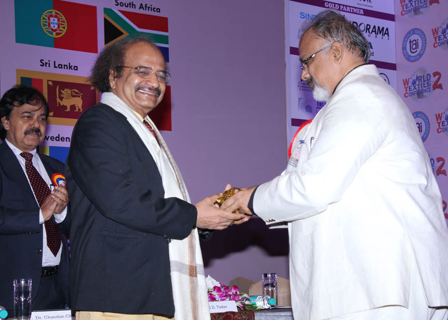 Arvind Sinha hounering Padmashri Dr. G.D. Yadav
