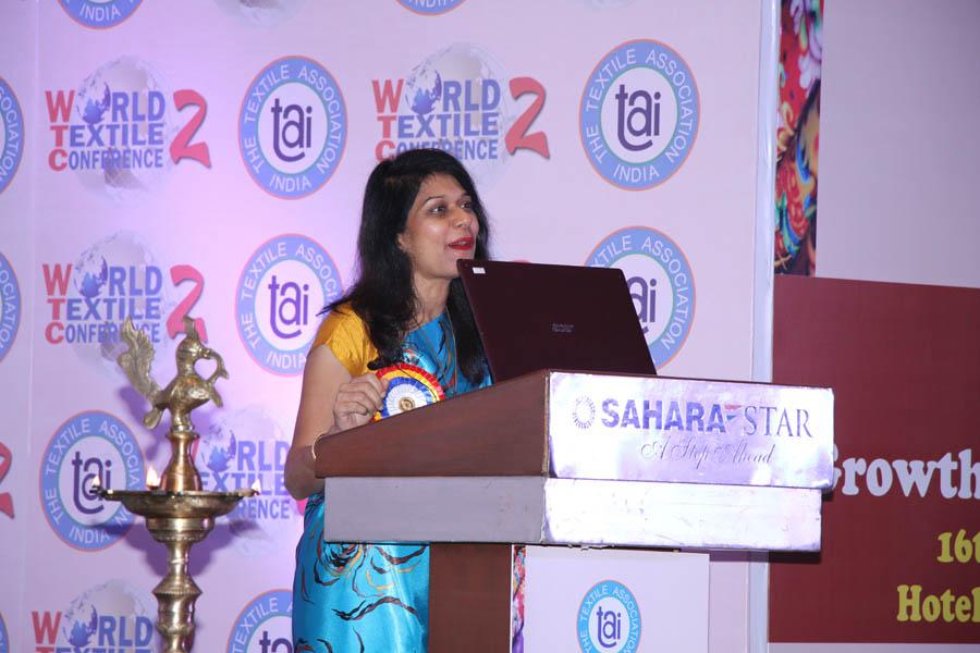 Chief Guest Dr. Kavita Gupta presenting inaugural address