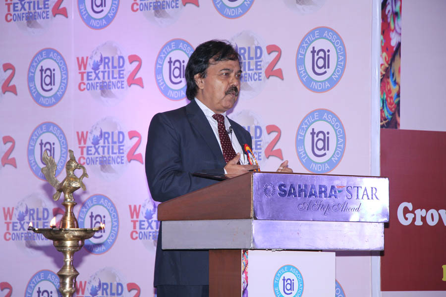Dr. Chandan Chatterjee addressing the audience