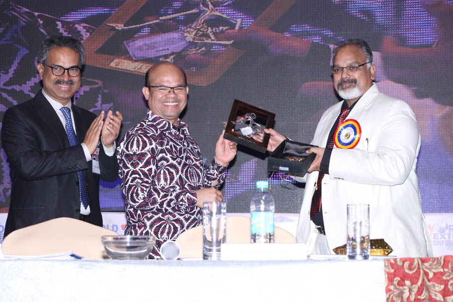 H.E. Siringoringo presenting Mement to Arvind Sinha